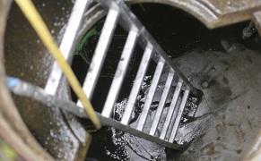 Забился-колодец-канализации
